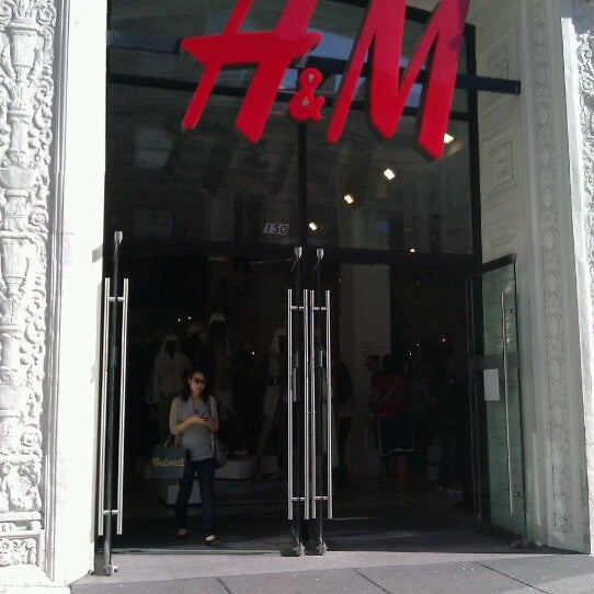 Photo taken at H&M by Funhiguy on 10/29/2011