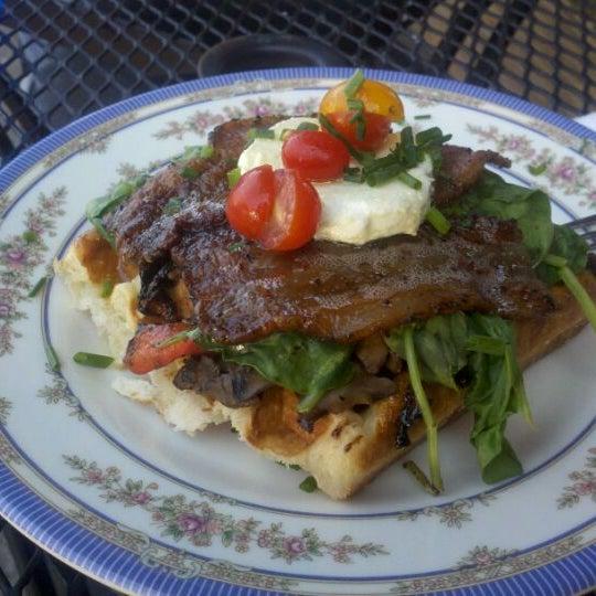 Foto tirada no(a) The Waffle Window por Nick L. em 9/24/2011