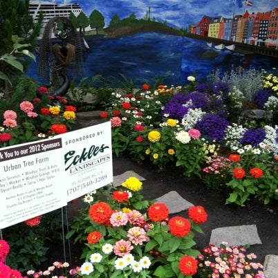 Photo taken at Hall of Flowers by Karen G. on 8/5/2012