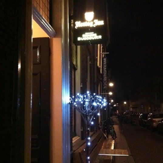 Photo taken at Meneer Buscourr by Heidi d. on 2/16/2012