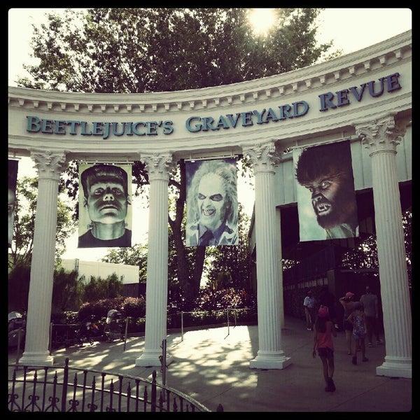 Photo taken at Beetlejuice's Graveyard MashUp by Garry M. on 7/29/2012