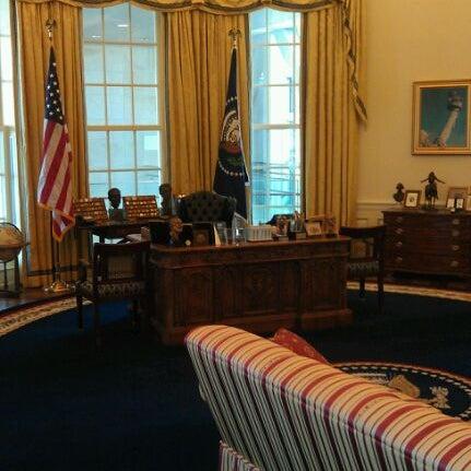 Foto tomada en William J. Clinton Presidential Center and Park por Jake S. el 8/27/2011