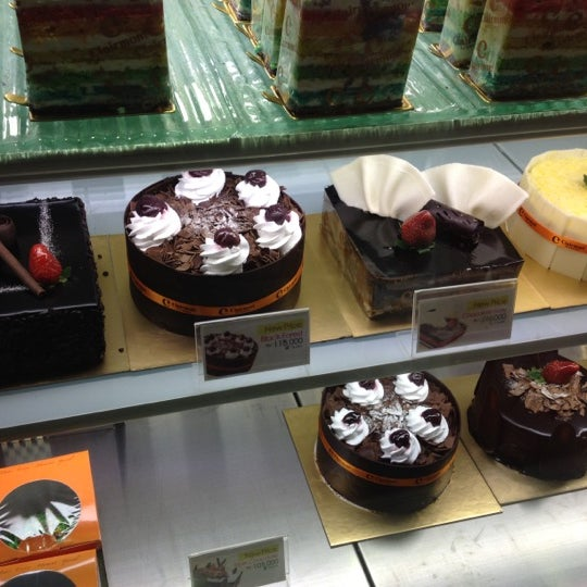 Photo taken at Clairmont Patisserie by Gilang Kartiwa N. on 6/28/2012