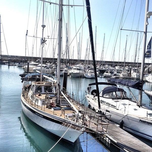 Foto tirada no(a) Porto de Recreio de Oeiras por Jorge B. em 2/26/2012