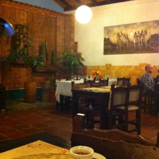 Foto tomada en Restaurante Tony por Maria Fernanda R. el 4/25/2012