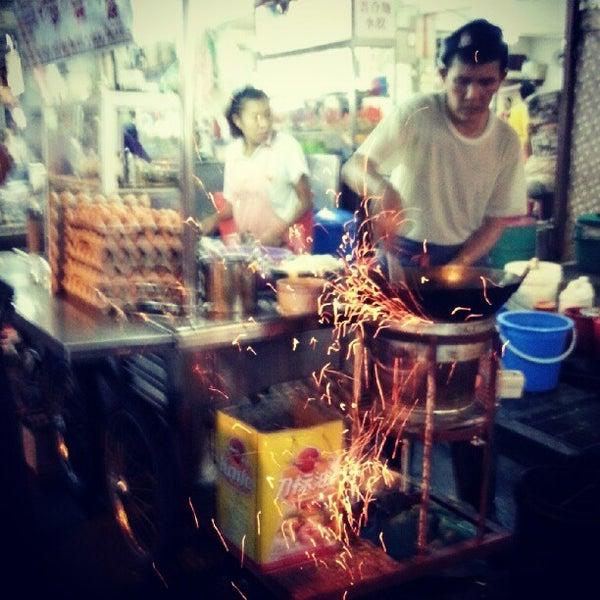 Photo taken at New Lane Hawker Stalls by Wee Ch'ng J. on 8/31/2012
