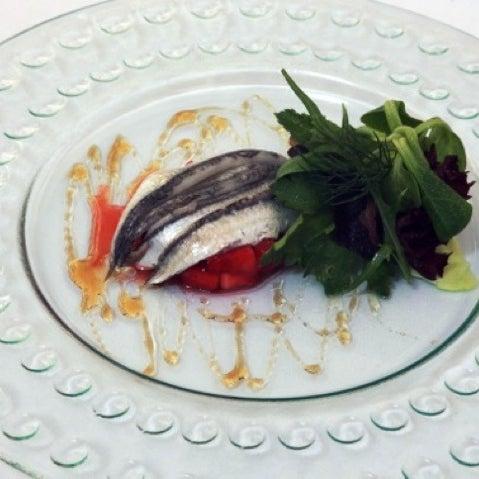 Menú degustació 20 euros * Coca d'oli amb sardines i prèssec.