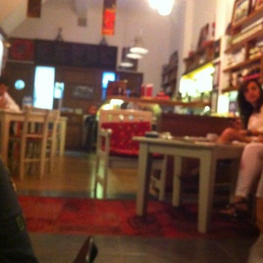 5/11/2012 tarihinde Arzu A.ziyaretçi tarafından Ada Cafe'de çekilen fotoğraf