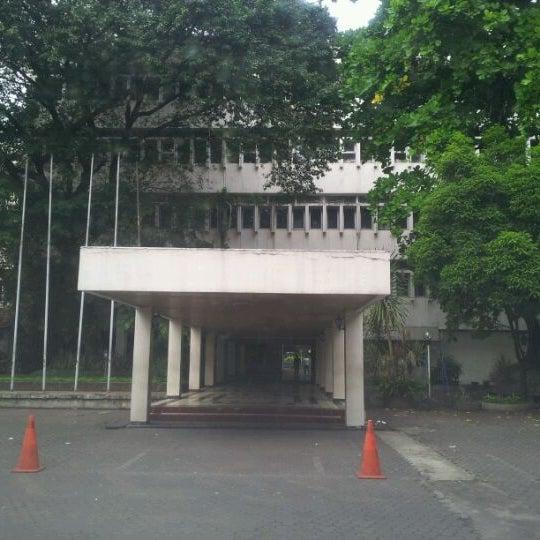 Photo taken at Fakultas Kedokteran Universitas Indonesia by Yann P. on 3/1/2012