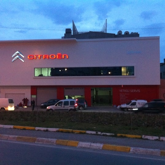Photo taken at Citroen Serhan by Okhan G. on 5/16/2011