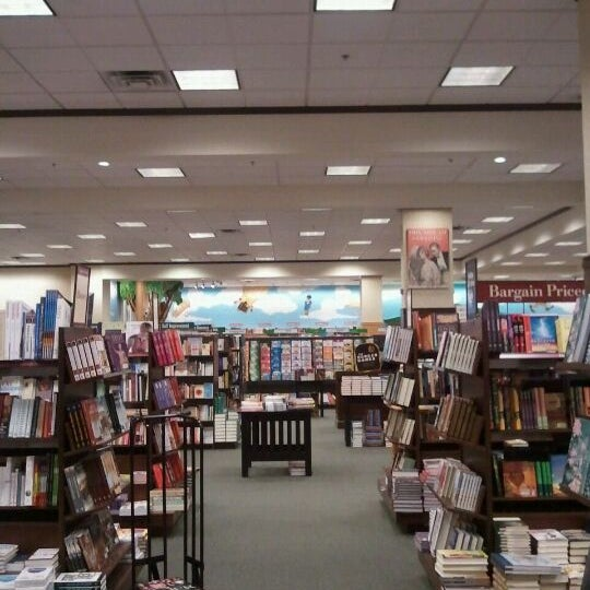 Photo taken at Barnes & Noble by Shamzzy Q. on 12/1/2011