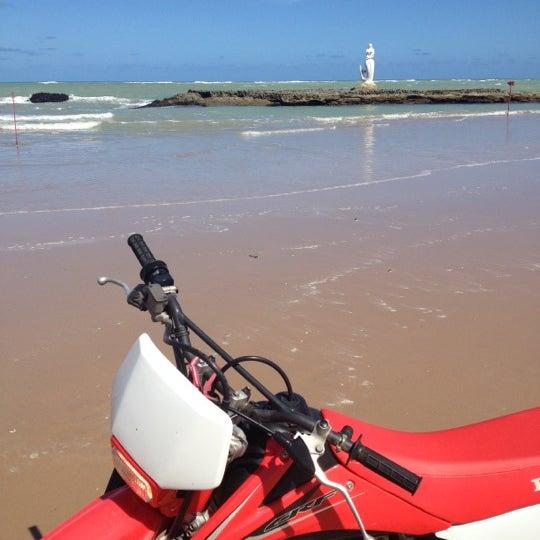 Foto tirada no(a) Praia Mirante da Sereia por Gabryella W. em 3/13/2012