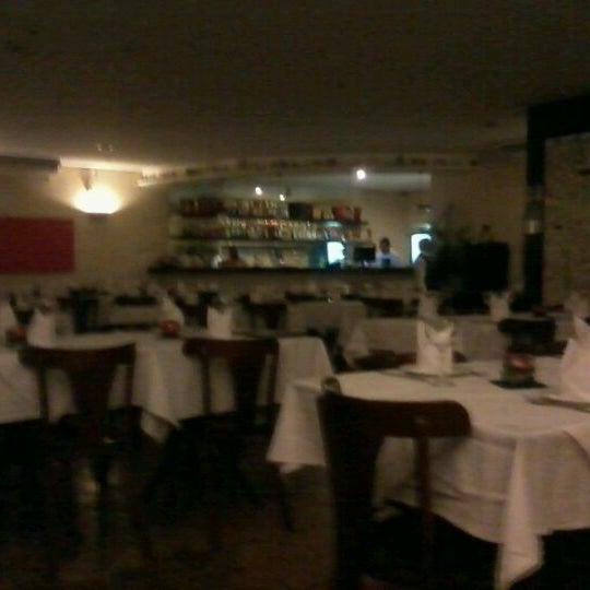 Foto tirada no(a) Casa Nostra por Aline M. em 11/25/2011