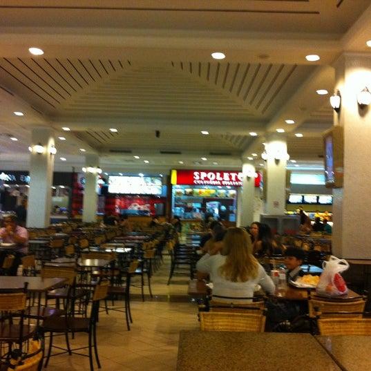 Foto tirada no(a) Shopping Del Paseo por Leo A. em 8/14/2011