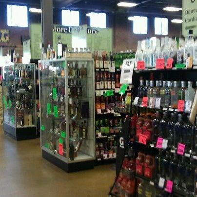 Foto tirada no(a) Argonaut Wine & Liquor por Joel G. em 11/29/2011