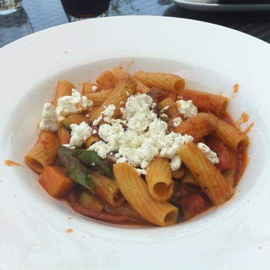 Photo taken at Glow Restaurant by Taeyun K. on 5/13/2012