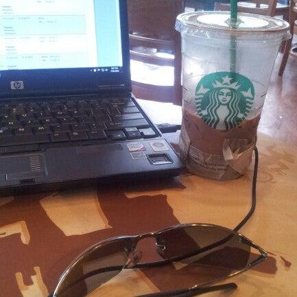 Photo taken at Starbucks by Lino F. on 7/31/2012