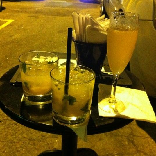 Foto tirada no(a) Meza Bar por Erenia M. em 7/15/2012