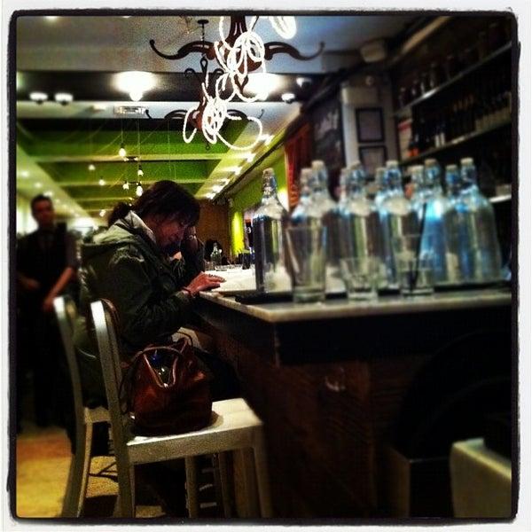 Photo prise au Pizzeria Libretto par Amanda C. le10/31/2011