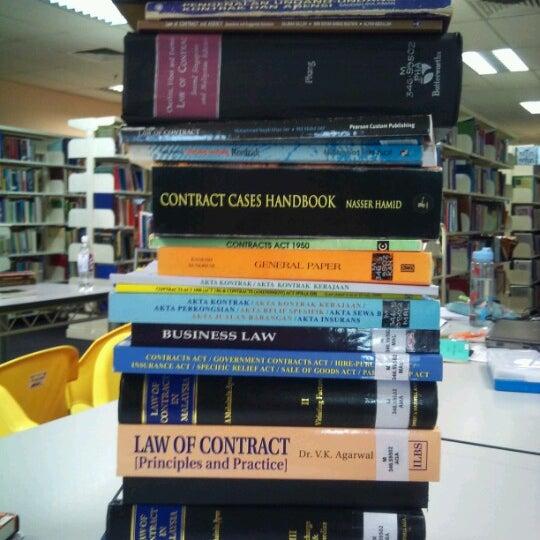 Photo taken at National Library (Perpustakaan Negara) by Wen G. on 7/14/2012