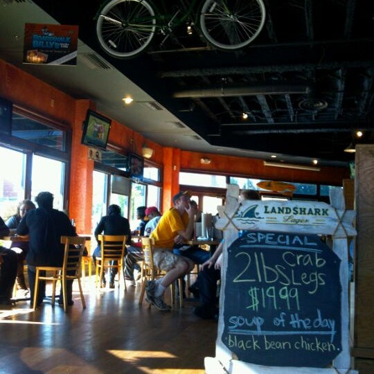 Photo taken at Boardwalk Billy's Raw Bar & Ribs by Lori B. on 10/16/2011