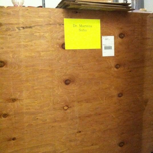 Foto scattata a Dr. Martens da Yissel il 5/31/2012