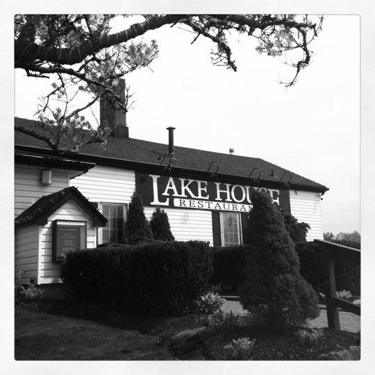 Photo taken at Lake House Restaurant by Antoine G. on 4/28/2012