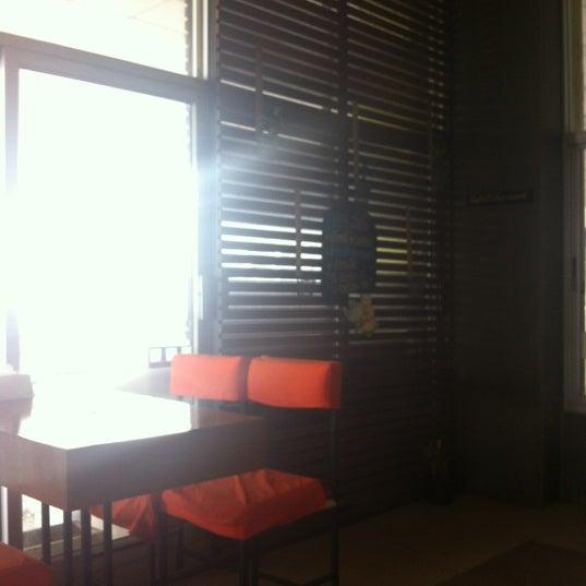 Photo taken at Jieng Hai II by Benjamaporn M. on 5/23/2012