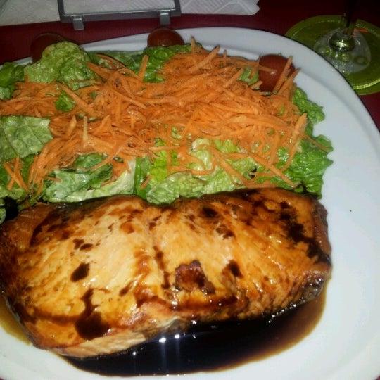 Los mejores aros de cebolla y alitas...para comer como bestias...hasta la ensalada es buena!!