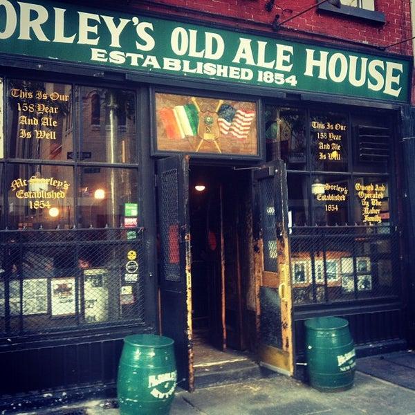Photo prise au McSorley's Old Ale House par Peter S. le9/13/2012