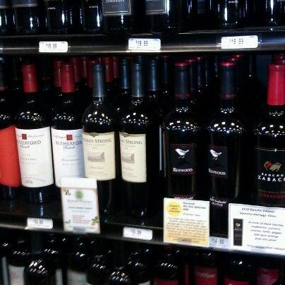 Foto tirada no(a) Argonaut Wine & Liquor por Joel G. em 6/9/2012