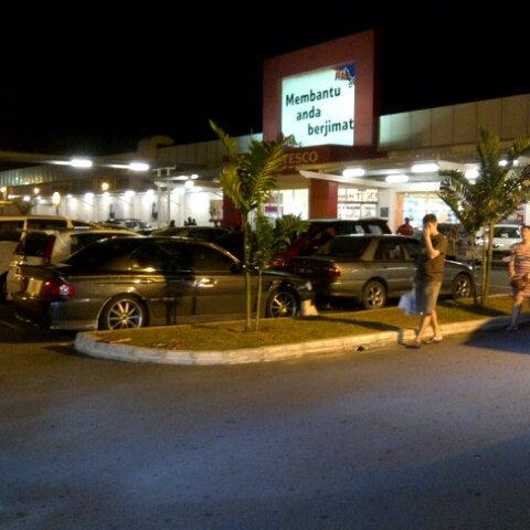 Photo taken at Tesco by Ramnazrin R. on 7/27/2012