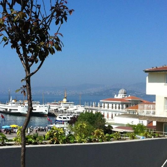 Photo taken at Büyükada Mavi Marmara Motor İskelesi by Esra Y. on 5/1/2012