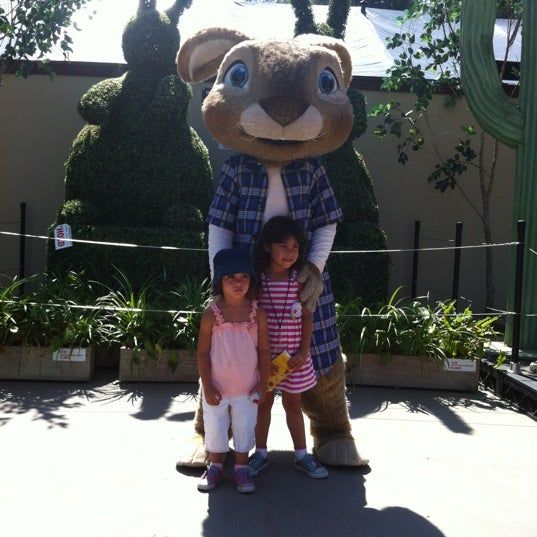 Photo taken at Universal's Animal Actors by Luis on 6/22/2012