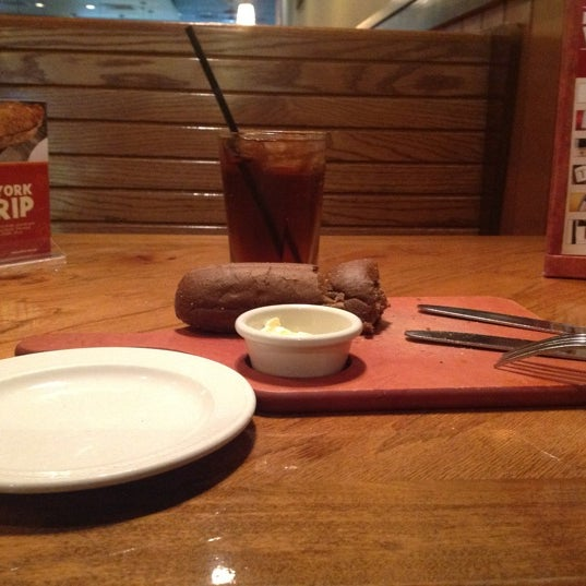 Photo taken at Outback Steakhouse by Dinah G. on 8/3/2012