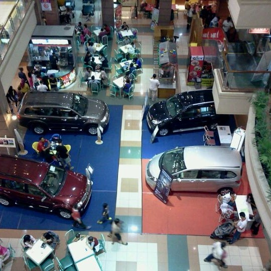 Photo taken at Galeria Mall by Joko Budi P. on 12/25/2011