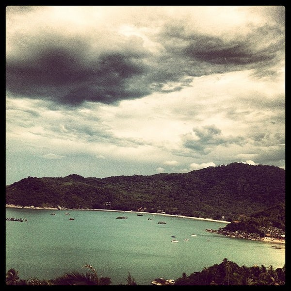 Photo taken at Santhiya Resort And Spa Koh Phangan by LAZERZBEAM L. on 5/6/2012