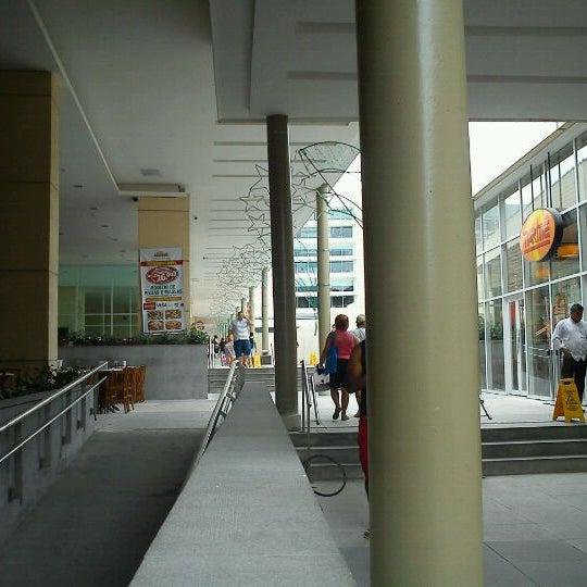 Foto tirada no(a) Partage Shopping São Gonçalo por Marcus P. em 12/18/2011