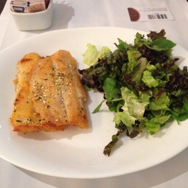 Foto tirada no(a) Paulinho's Grill por Michel C. em 8/15/2012