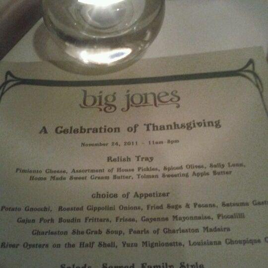 รูปภาพถ่ายที่ Big Jones โดย Bethany L. เมื่อ 11/25/2011
