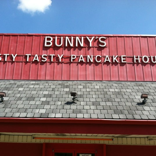 Photo taken at Bunnies Hasty Tasty Pancake House by Steven R. on 7/29/2012