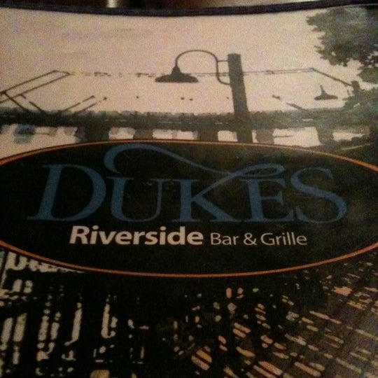 Photo prise au Dukes Bar & Grille par Carla G. le11/4/2011