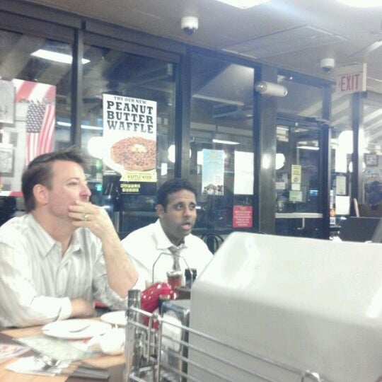 Photo taken at Waffle House by Joeley on 11/5/2011