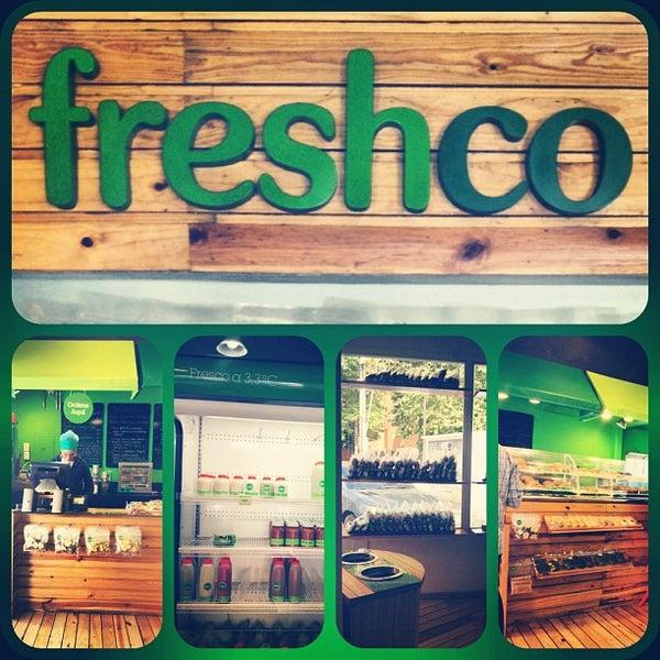 Photo taken at Freshco Bar Orgánico by Zahamira G. on 9/13/2012
