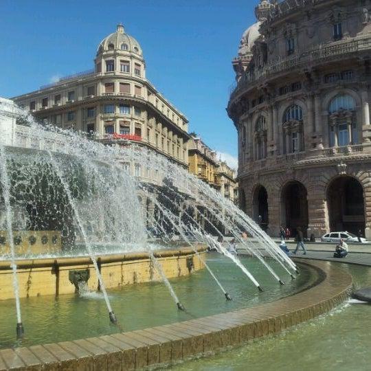 Foto scattata a Piazza de Ferrari da Vaibhav G. il 4/21/2012