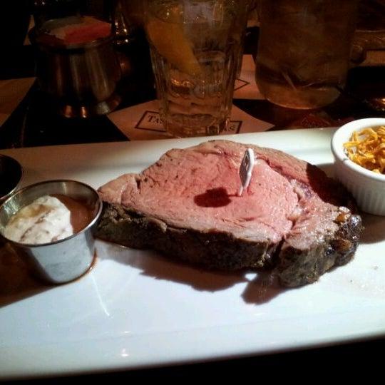 Foto tomada en Taste of Texas por Amanda T. el 1/14/2012