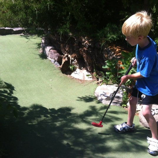 Photo taken at Big Stone Mini Golf & Sculpture Garden by Chase S. on 7/8/2012