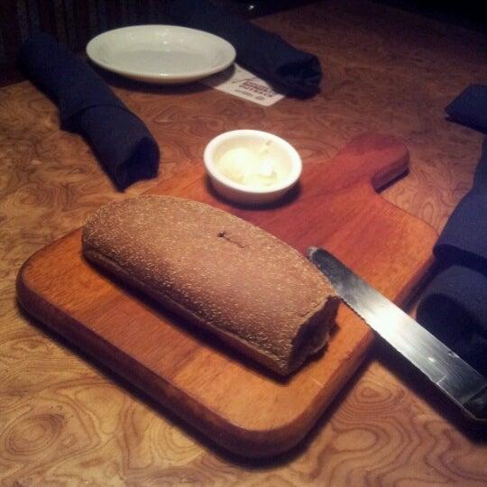 Foto tirada no(a) Outback Steakhouse por Roberta G. em 8/26/2012