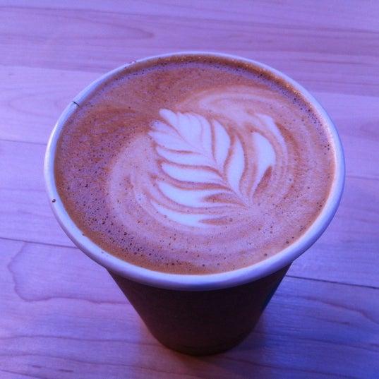 Снимок сделан в Blue Bottle Coffee пользователем Robert J. 2/22/2012