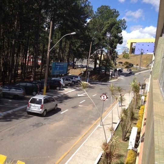 Снимок сделан в PUC Minas пользователем Rose Valin 8/24/2012
